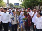mantan-wakil-presiden-jusuf-kalla-bersama-istri-mufidah-jusuf-kalla-disambut-gubernur-sulsel.jpg