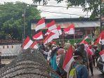 massa-aksi-yang-berkumpul-di-depan-kantor-kpu-provinsi-sulteng-rabu-2252019-sore.jpg