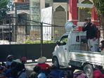 masyarakat-desa-katu-berunjuk-rasa-di-depan-kantor-gubernur-sulawesi-tengah.jpg