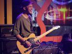 mendiang-herman-sikumbang-gitaris-band-seventeen.jpg