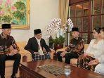 momen-keluarga-yudhoyono-bersilaturahmi-di-kediaman-bj-habibie.jpg