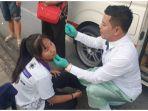 paramedis-di-thailand-ini-rela-berhenti-di-jalan-dan-menolong-korban.jpg