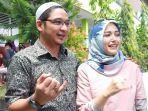 pasha-ungu-bersama-istrinya-adelia-usai-memilih-di-tps-21-kelurahan-tanamodind2.jpg