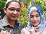 pasha-ungu-bersama-istrinya-adelia-usai-memilih-di-tps-21-kelurahan-tanamodindi.jpg