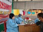 pedagang-di-pasar-induk-inpres-manonda-palu-ikut-program-vaksinasi-covid-19.jpg