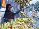 pedagang-pisang-nona-di-jalan-s-parman-kota-palu-111.jpg