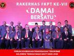 pengurus-fkpt-sulteng-periode-2020-2022-foto-bersama-dengan-kepala-bnpt.jpg