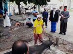 penyembelihan-hewan-kurban-perdana-di-masjid-agung-annur-luwuk.jpg