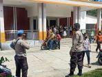 personel-polres-poso-saat-lakukan-penjagaan-ketat-di-geraja-kabupaten-poso.jpg