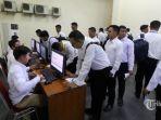 peserta-bersiap-mengikuti-ujian-seleksi-calon-pegawai-negeri-sipil.jpg