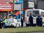 polisi-di-depan-masjid-linwood-islamic-centre-di-christchurch.jpg