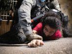 polisi-israel-menjepit-seorang-warga-palestina-sheikh-jarrah.jpg