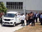 presiden-jokowi-dan-menteri-perindustrian-airlangga-hartarto-menjajal-mobil-pickup-esemka-bima.jpg