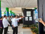 presiden-jokowi-saat-melihat-rencana-pengembangan-bandara-sam-ratulangi.jpg