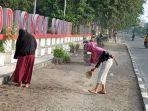 program-bersih-bersih-oleh-kelurahan-lolu-selatan-bersama-kelompok-padat-karya.jpg