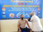 proses-vaksinasi-polres-banggai-tahap-1.jpg