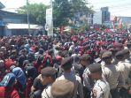 ribuan-mahasiswa-berunjuk-rasa-di-gorontalo.jpg