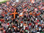 ribuan-pendukung-tim-sepakbola-persija-jakarta-the-jakmania.jpg