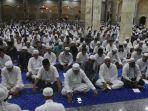 ribuan-umat-muslim-di-kota-ambon-menggelar-dzikir.jpg
