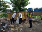 satgas-k5-kelurahan-lolu-selatan-membersihkan-sampah-di-tps.jpg