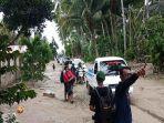 sejumlah-kendaraan-di-titik-banjir-lumpur-di-desa-poi.jpg