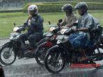 sepeda-motor-saat-hujan.jpg