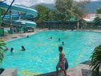 suasana-di-millenium-waterpark-jl-emmy-saelan-kelurahan-lolu-selatan.jpg