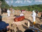 suasana-pemakaman-mantan-wabup-sigi-paulina-di-pemakaman-poboya-dengan-protokol-covid-19.jpg