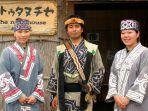 suku-ainu-di-jepang-dengan-kostum-tradisionalnya.jpg