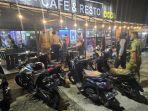 tim-gabungan-operasi-yustisi-saat-mengimbau-salah-satu-cafe-di-kabupaten-poso.jpg