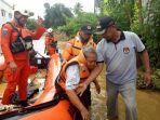tim-rescue-mengevakuasi-korban-banjir-di-kecamatan-moilong-kabupaten-banggai-sulteng.jpg