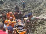 tim-sar-gabungan-mengevakuasi-korban-longsor-tambang-di-desa-buranga.jpg