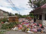 tumpukan-sampah-memenuhi-area-tps-di-jl-jati-kelurahan-nunu.jpg