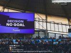 videotron-di-stadion-etihad-menampilkan-keputusan-wasit-dan-var-menganulir-gol-gabriel-jesus.jpg