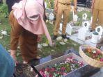 wakil-wali-kota-palu-reny-a-lamadjido-pimpin-ziarah-ke-pemakaman-massal-poboya.jpg