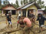 warga-desa-bangga-menyelamatkan-barang-berharga.jpg