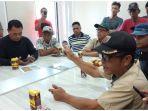 warga-di-rw-05-kelurahan-silae-kecamatan-ulujadi-mendatangi-kantor-pln.jpg