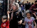 warga-gaza-palestina-menyelamatkan-diri-dari-serangan-israel.jpg