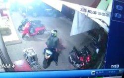 Gagal Embat Genio, Maling Motor di Tegal Terekam CCTV Bawa Kabur Honda Beat