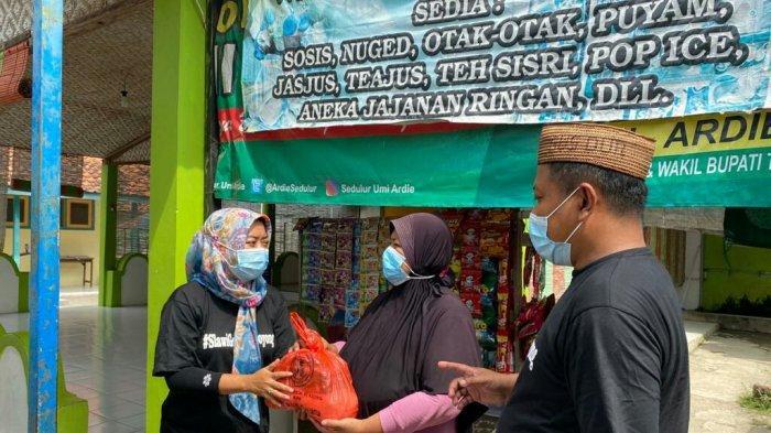 Gerakan Slawi Gotong Royong, Beri Bantuan Sembako Bantu Masyarakat yang Isolasi Mandiri