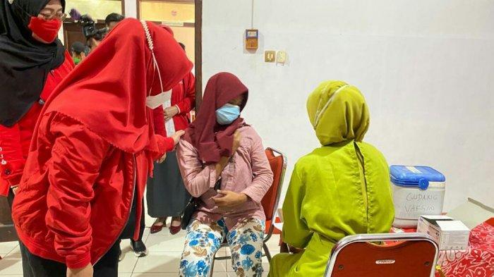 Dewi Aryani dan DPC PDI Perjuangan Kabupaten Tegal Gelar Vaksinasi Massal di 160 Titik