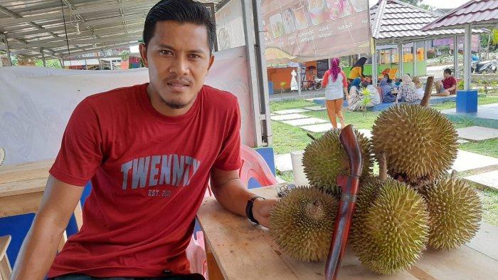 Liga 1 Mandek, Pemain PSIS Semarang Asal Lampung Coba Peruntungan Jualan Durian
