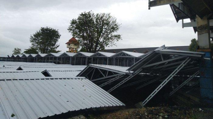 17 Brak Pasar Relokasi Weleri Kendal Roboh, Saksi Ungkap Kejadian Ini Sebelum Turun Hujan