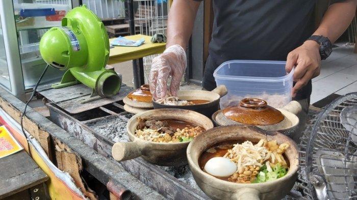 Nikmatnya Sarapan Bubur Ayam Bakar Artomoro Tegal, Disajikan di Clay Pot Lebih Gurih Hangatnya Awet