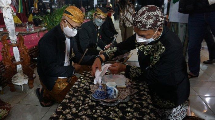 Lestarikan Tradisi di Tengah Pandemi, Pemkab Batang Tetap Gelar Penjamasan Tombak Abirawa