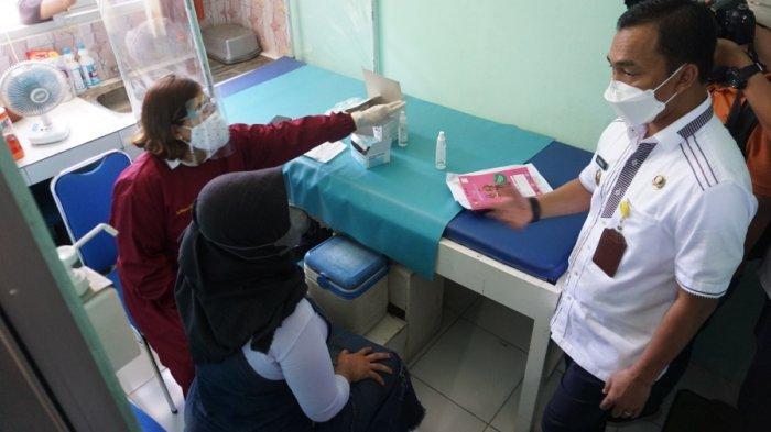 Ngidam Ketemu Bupati Batang, Siti Dapat Kejutan dar Wihaji: Mendadak Ketemu saat Vaksinasi Bumil