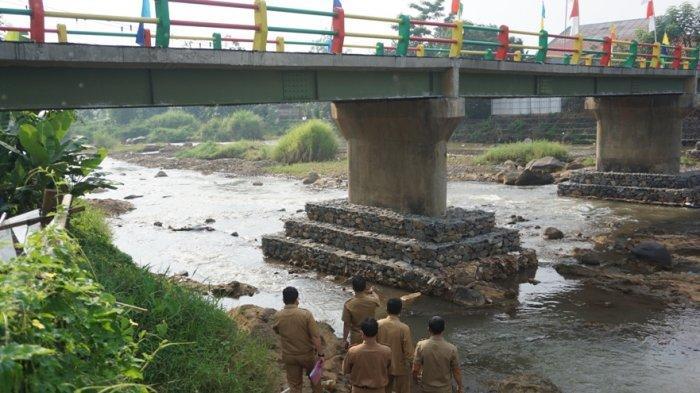 Resmikan Jembatan Penghubung Dua Desa di Tulis, Bupati Wihaji Ingatkan Tonase Maksimal 8 Ton