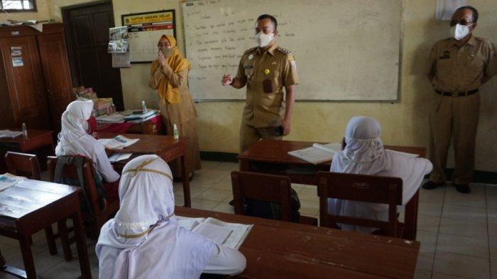 Tinjau Pelaksanaan Hari Pertama Pemberlakuan PTM di Batang, Ini yang Dikatakan Bupati Wihaji