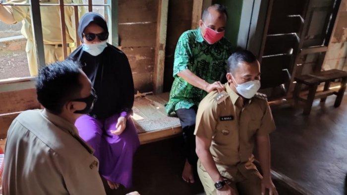 Suroso Tukang Pijat Tunanetra Dapat Bayaran Bedah Rumah dari Bupati Batang Wihaji