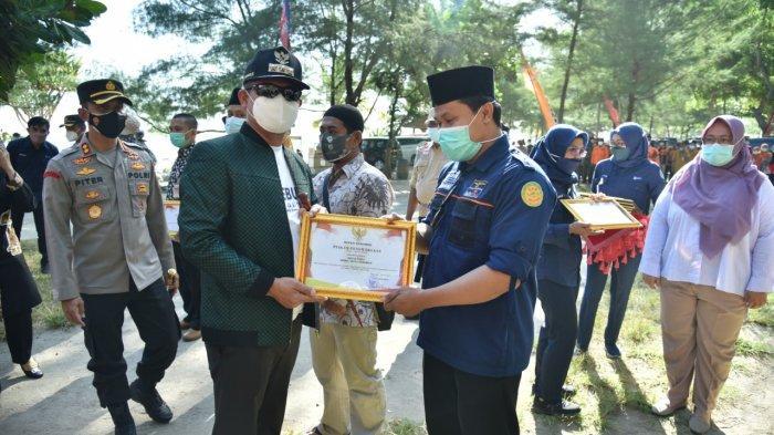 Bupati Kebumen Beri Penghargaan ke 200 Relawan Pemulasaran Jenazah Covid-19